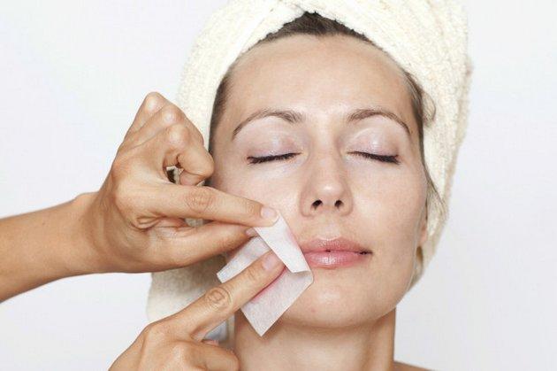 С помощью крема для эпиляции данную процедуру можно проводить в домашних условиях