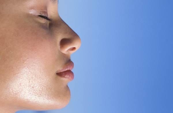 Бережно ухаживайте за жирной кожей лица с помощью крема