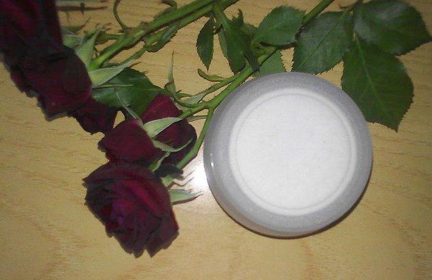 Крем для массажа лица с цветочными компонентами