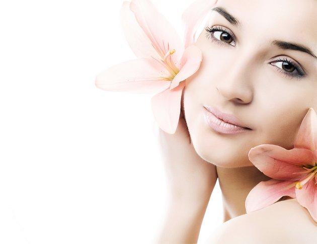 Можно приготовить крем в домашних условиях для молодой кожи лица