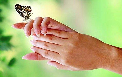 Важно не только правильно выбрать крем, но и правильно его нанести на кожу рук
