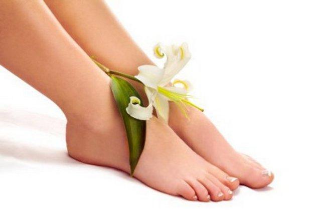 Охлаждающий крем помогает освежить кожу на ногах