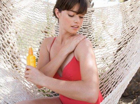 Солнцезащитный крем необходимо наносить за полчаса до выхода на улицу