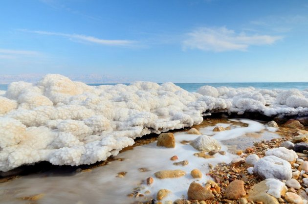 Крем мертвого моря для лица основан на полезных веществах, добытых из этого водоема