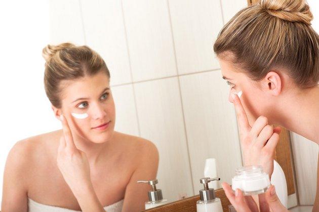 Как правильно наносить крем на руки