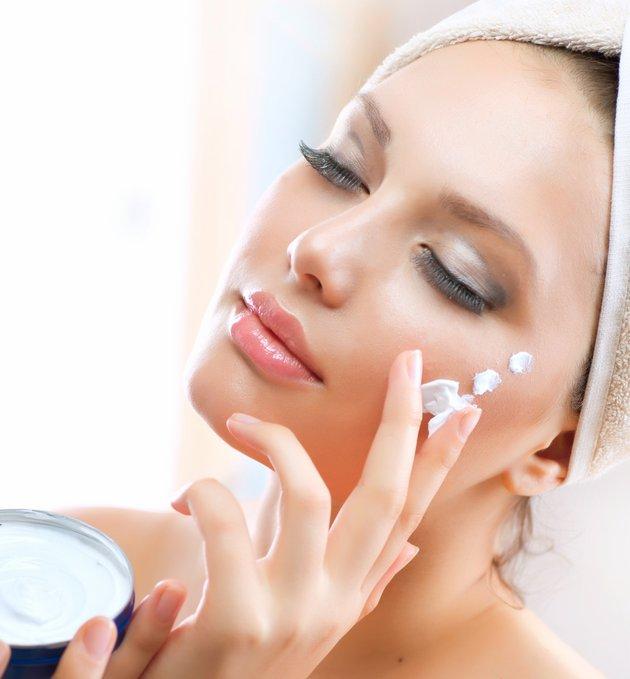 Если правильно подобрать BB крем, то можно скрыть недостатки на коже и улучшить ее состояние