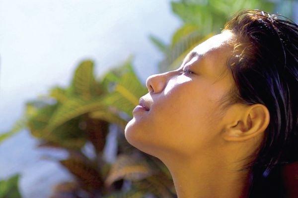 Крем для лица летом должен защищать кожу от ультрафиолета