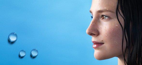 Обезвоженная кожа лица нуждается в увлажнении