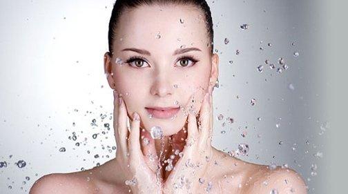 Крем для раздраженной кожи лица успокаивает кожный покров и устраняет зуд