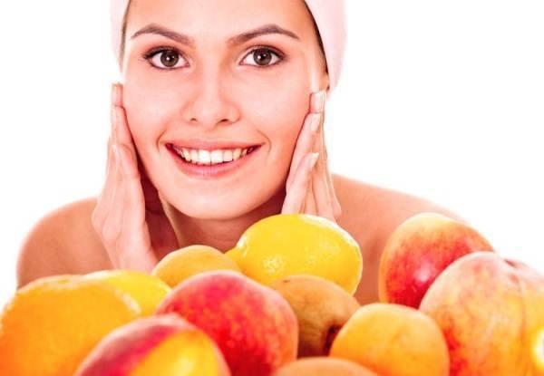 В креме для шелушащейся кожи лица можно использовать доступные продукты