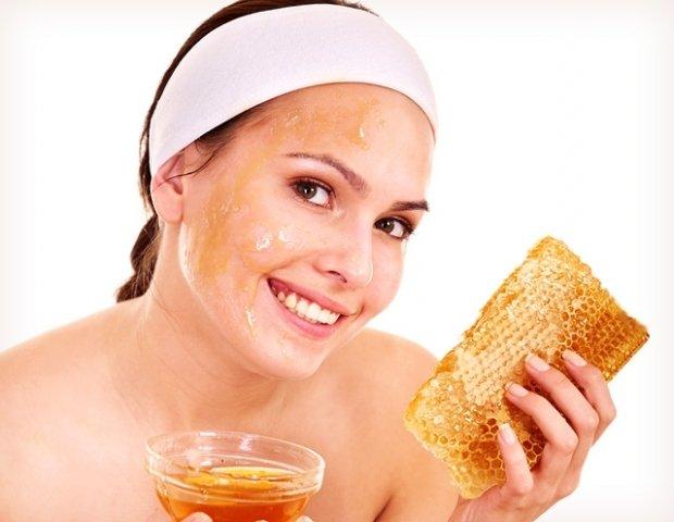 Мед полезен в составе питательных и омолаживающих кремов