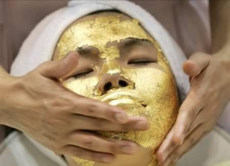 Золотая маска для лица - одна из любимых косметических процедур Клеопатры