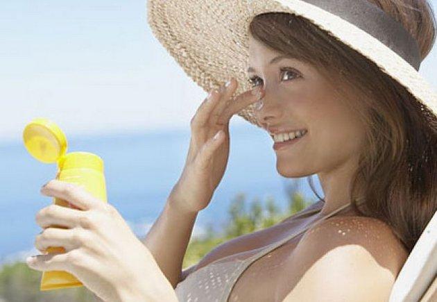 Всегда наносите солнцезащитный крем летом перед выходом на улицу