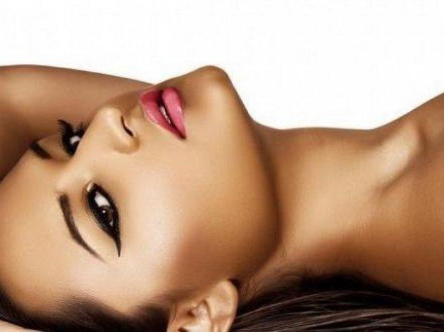 Автозагар на лице будет выглядеть естественнее если использовать оттенок, отличающийся на один-два тона