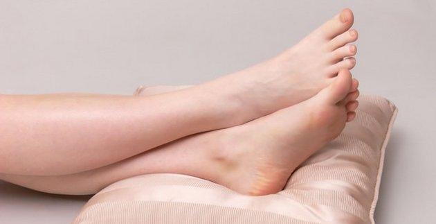 Правильно подобранный крем поможет устранить множество проблем на ногах