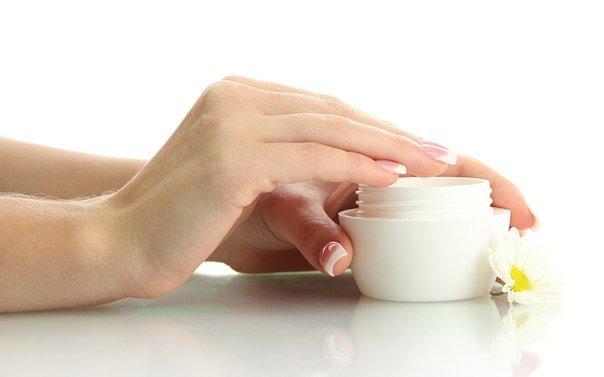 дешевый крем продается в простых баночках