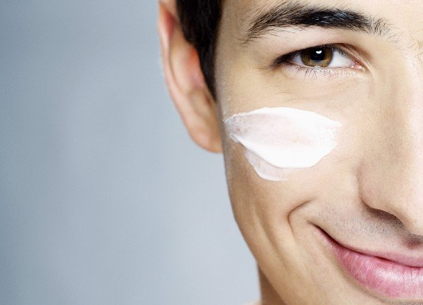 нанесение крема для мужчин для лица