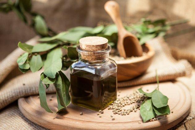 Крем для жирной кожи должен содержать растительные экстракты