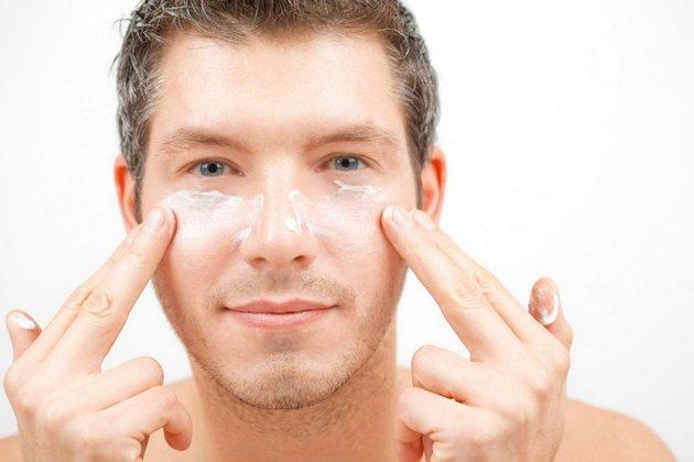 крем для кожи вокруг глаз наносится подушечками пальцев