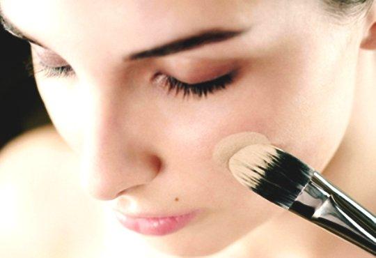 Как правильно краситься тональным кремом и пудрой? Выбор тонирующей базы