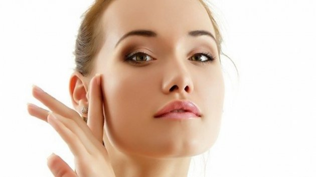 Если использовать некомендогенный крем можно избежать появления черных точек и расширенных пор