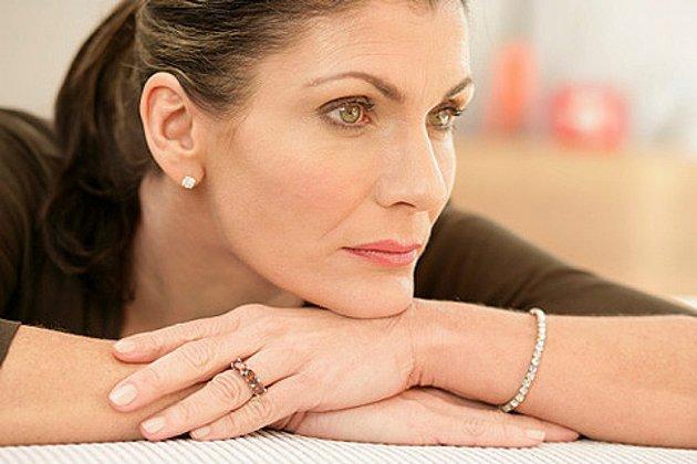 Крем для увядающей кожи лица помогает повысить упругость кожи