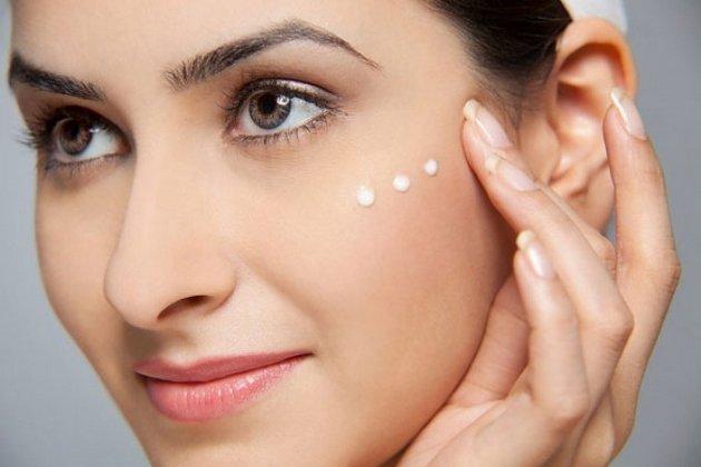 лечебный крем для сухой кожи лица помогает восстановить водный баланс в клетках