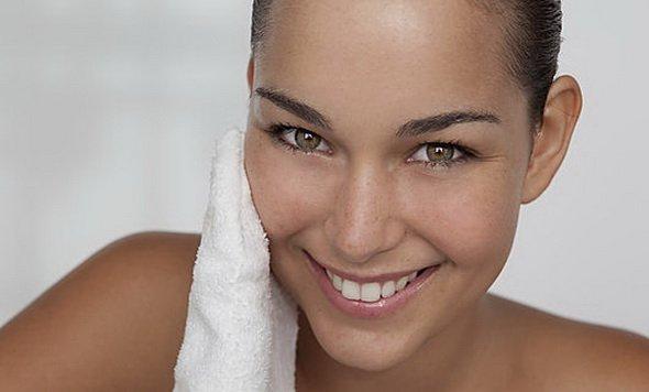 очищающий крем для лица воздействует мягко и не травмирует кожу