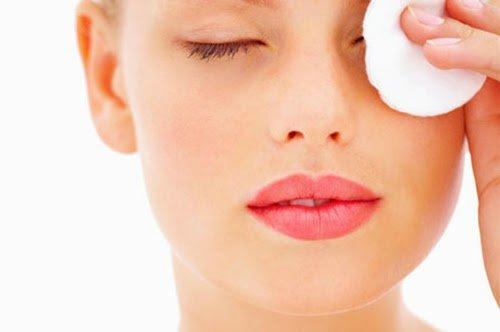 очищающий крем для лица поможет удалить остатки макияжа