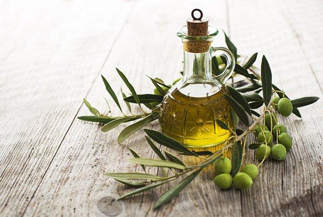 оливковое масло часто используется в кремах для лица