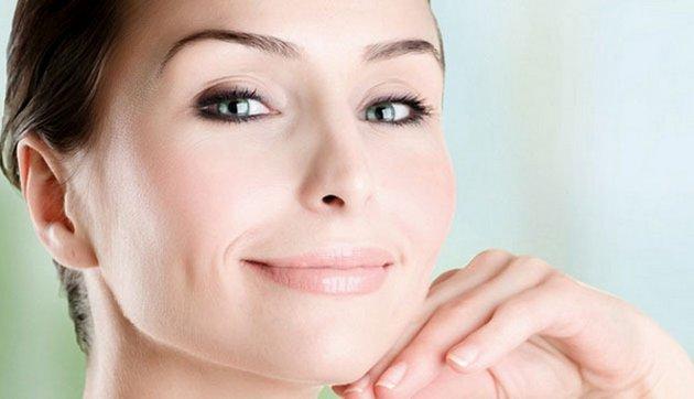 Подтягивающий крем поможет избавиться от обвисшей коже на подбородке