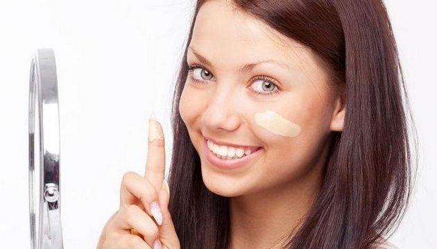 Тональный крем подбирается на один - два тона светлее оттенка кожи