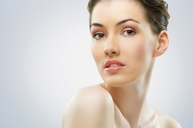 Антивозрастной крем для глаз поможет сохранить молодость кожи