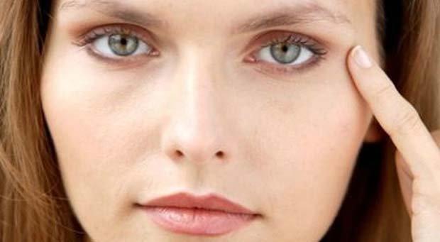 Крем от синяков под глазами поможет подтянуть кожу