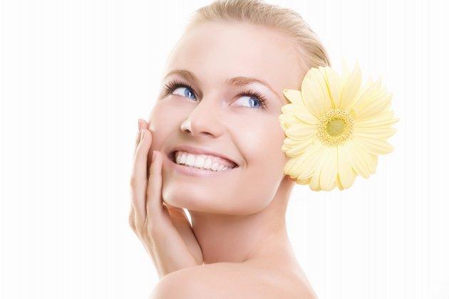 лучший крем вокруг глаз поможет устранить недостатки кожи