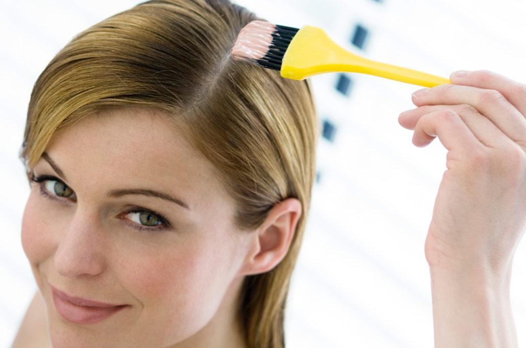 Крем для волос удобно наносить кисточкой