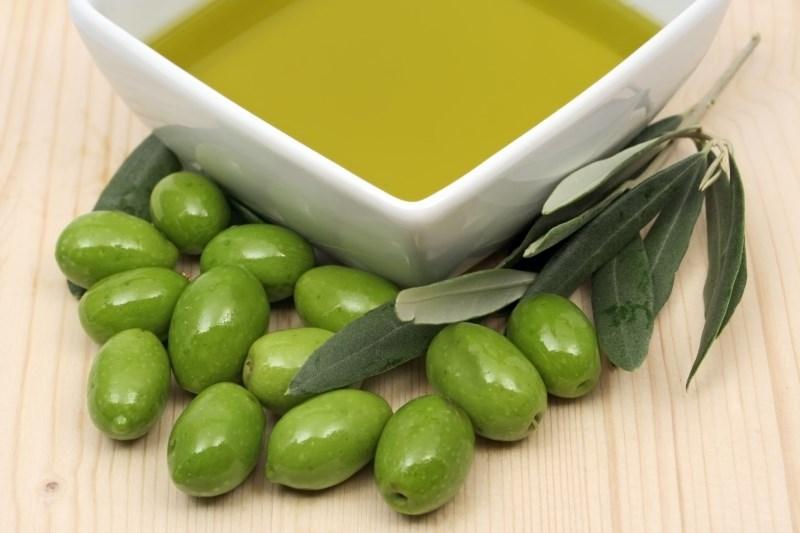 оливковое масло можно использовать в домашних кремах