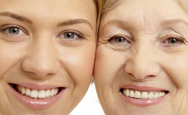 Крем для кожи вокруг глаз с гиалуроновой кислотой подходит для всех возрастов