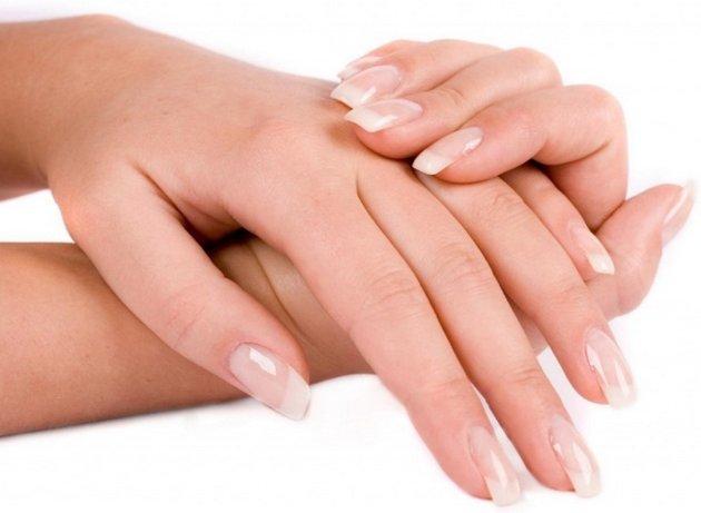 Правильный уход за руками и ногтями с помощью кремов улучшит их внешний вид