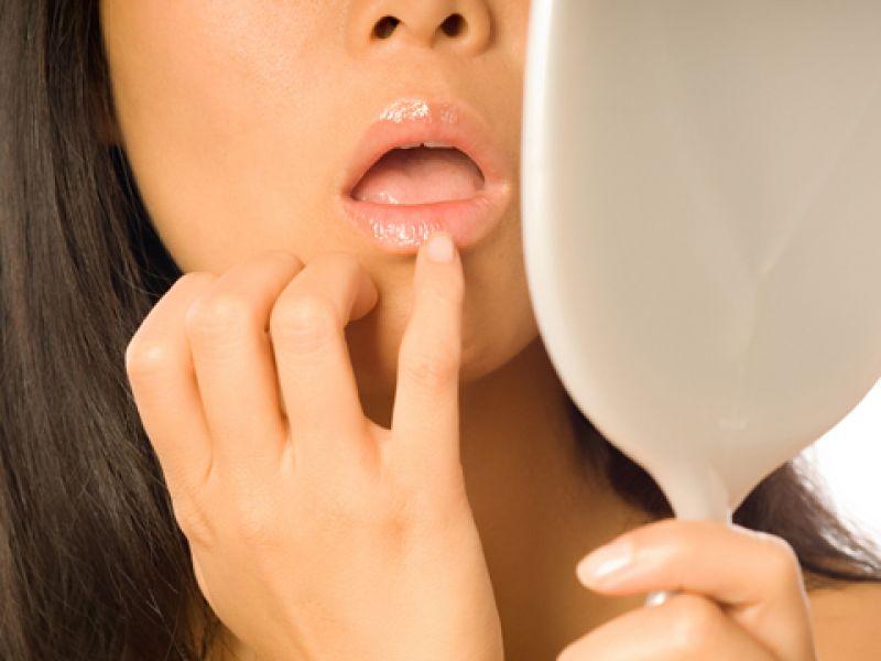 Пилинг помогает сохранить губы красивыми