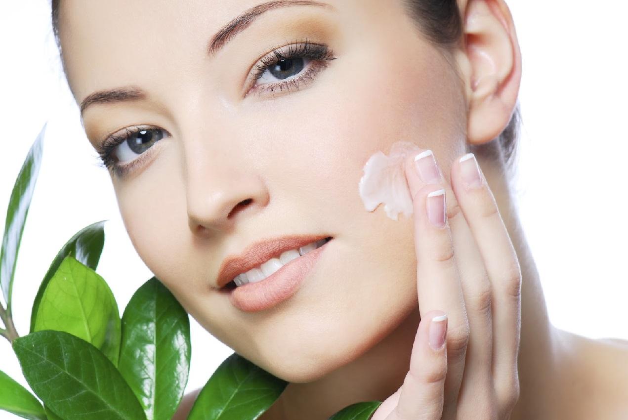 Крем с касторовым маслом улучшает внешний вид кожи