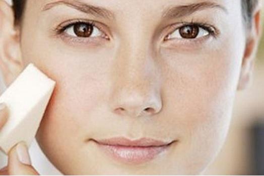 Нанесение крема под макияж