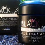 Крем Black Snail Mizon упакован в красивую черную баночку