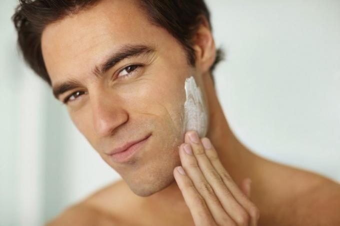 Применение крема для бритья